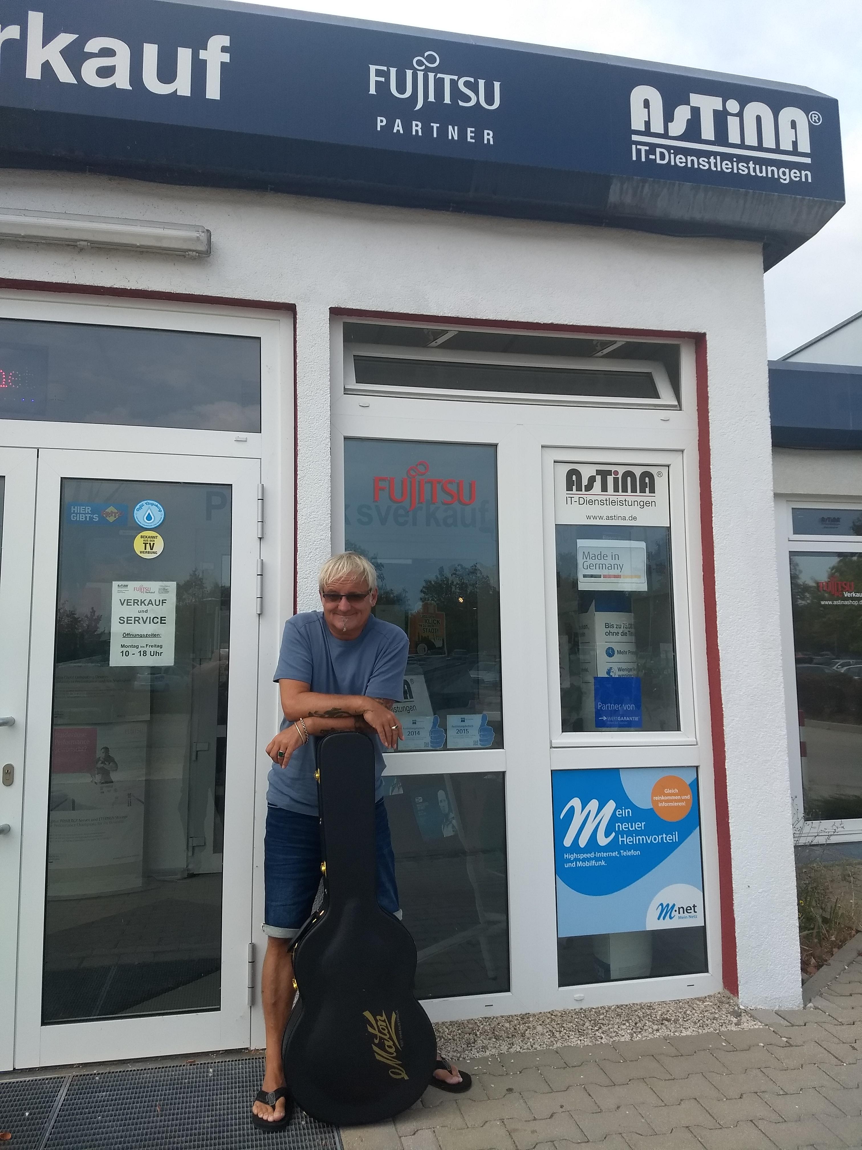 Peter Lisboa besucht den Fujitsu PC Verkauf Augsburg