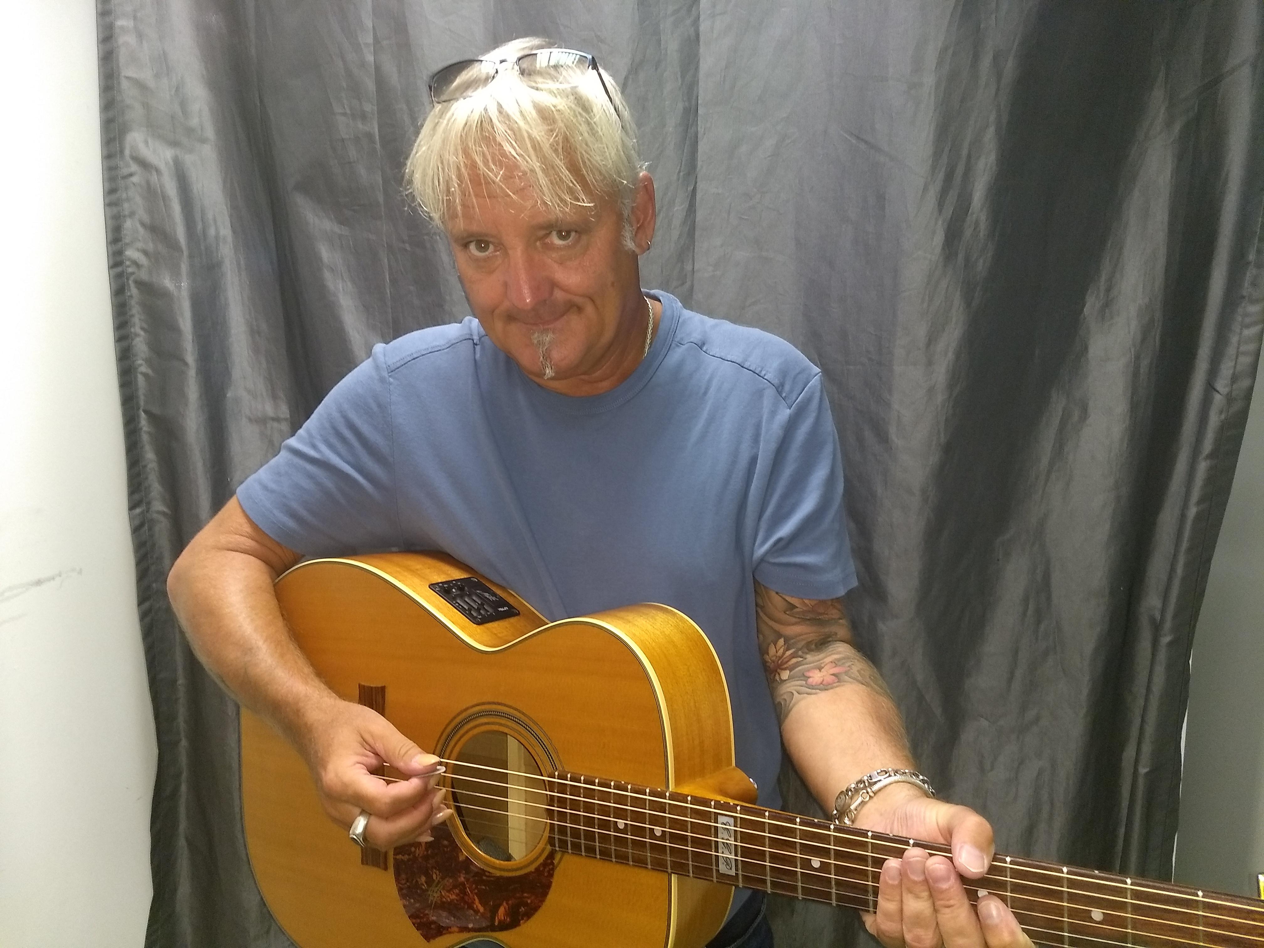 Peter Lisboa live